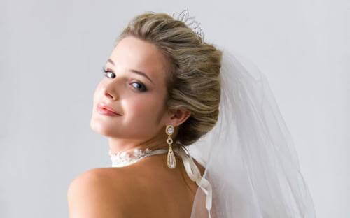 50+ Adorable Wedding Hairstyles To Rock With A Veil